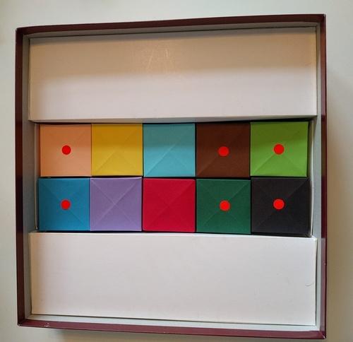 Caixas Origami para armazenar componentes de jogos