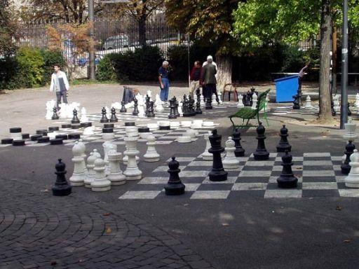 Xadrez com peças muito grandes