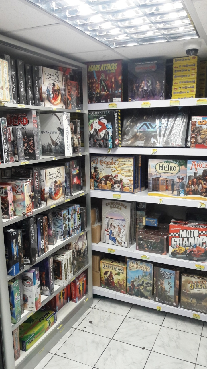 Visão geral da loja de jogos Entrejuegos em Santiago