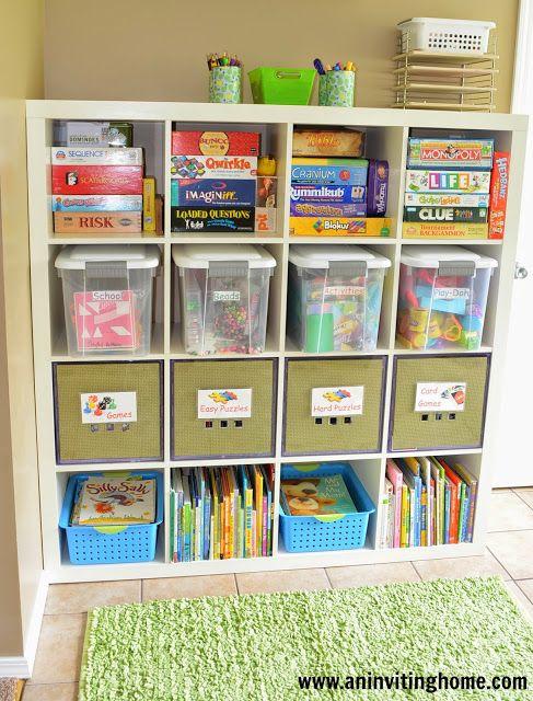 Cestas e caixas plásticas também ajudam na organização dos jogos de tabuleiro
