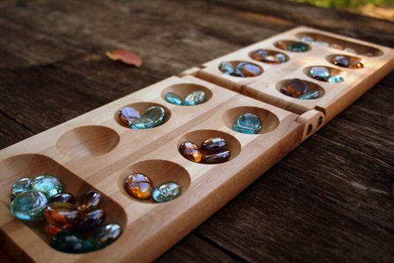 Um lindo jogo Mancala com pedras