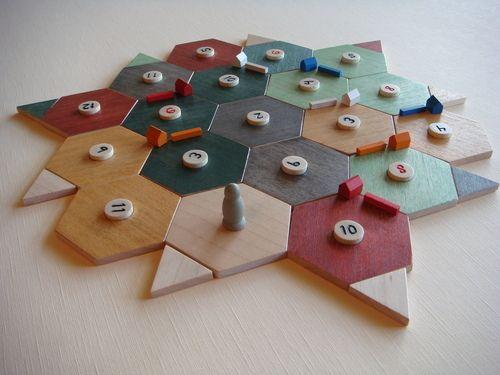 Tabuleiro do jogo Catan em madeira