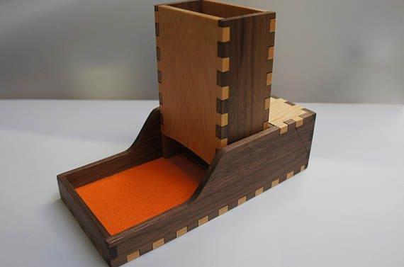 Bela torre de dados de madeira