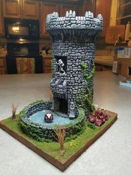 Torre de dados em formato de torre de castelo
