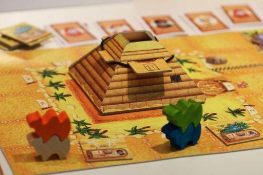 Jogo de tabuleiro Camel Up pirâmide