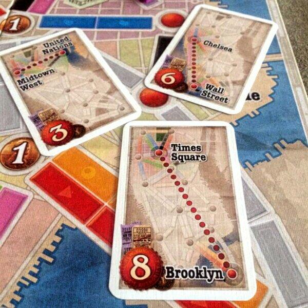 A escolha dos bilhetes de destinos no jogo ticket to Ride New York