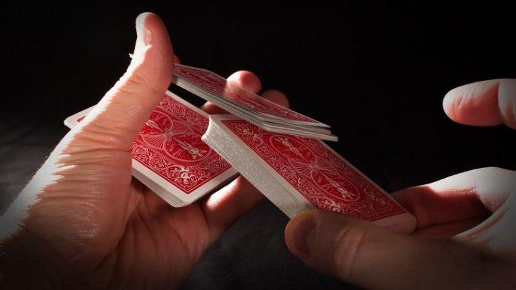 Descubra o jeito perfeito de embaralhar cartas