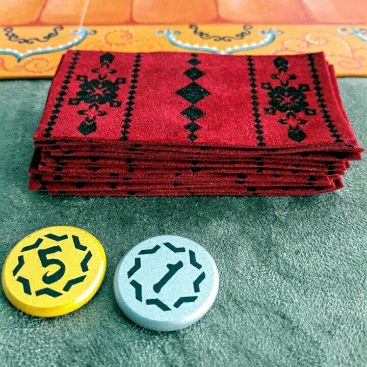 Tapetes e Dirham do jogo de tabuleiro Marrakech