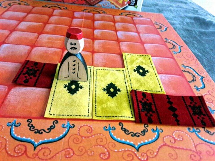Hora de pagar o dono dos tapetes amarelo no jogo Marrakech