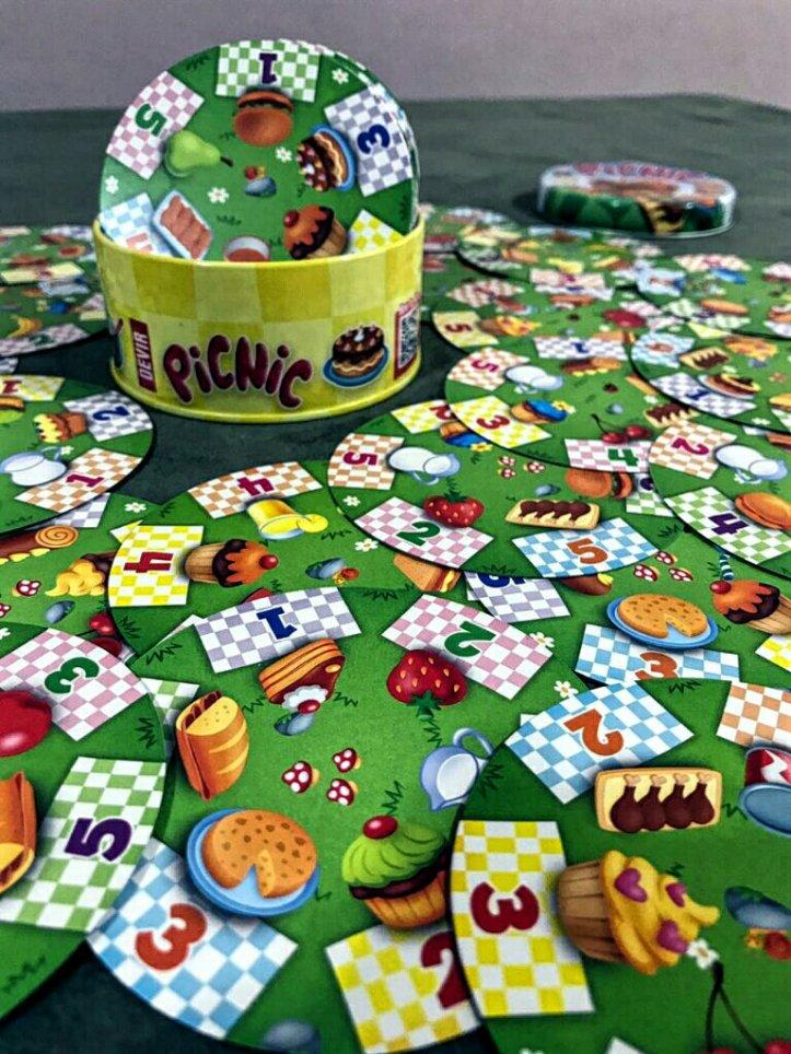 A simpática latinha do jogo infantil Picnic
