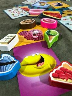 Monstrinhos e doces do jogo infantil Bolachas