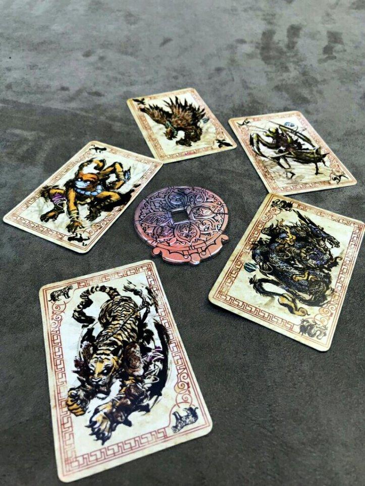 Animais e medalhão da concórdia do jogo de cartas Tinco