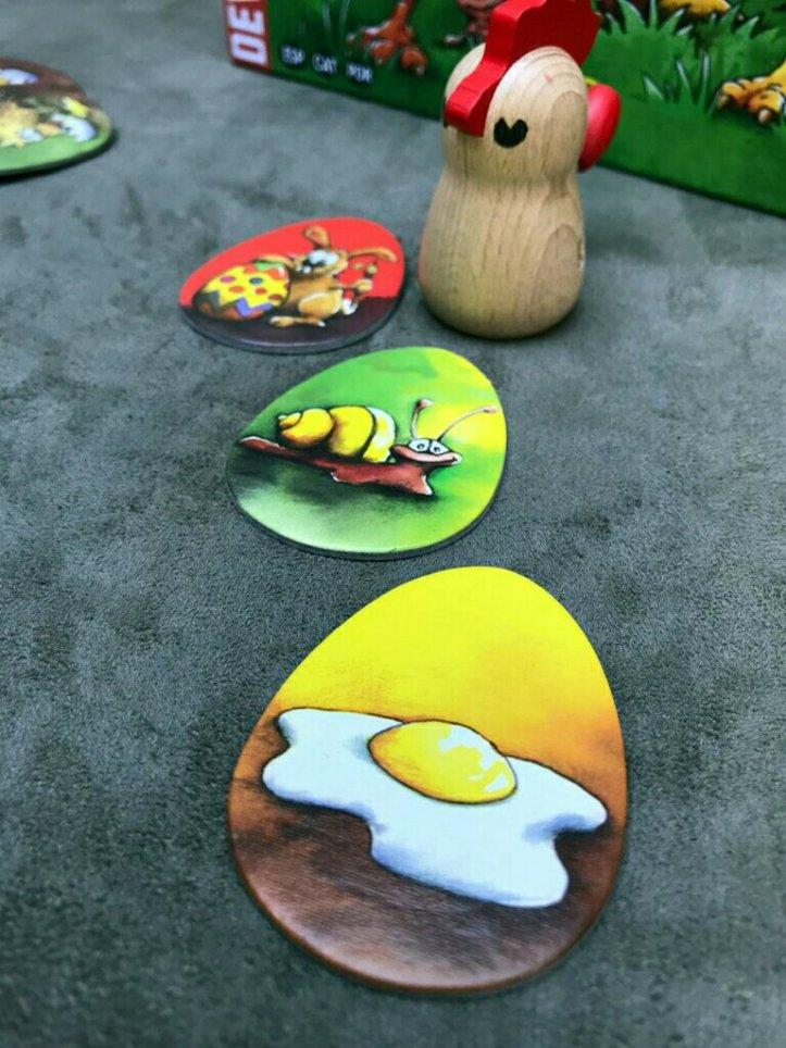 O tabuleiro modular do jogo infantil Cocoricó Cocorocó