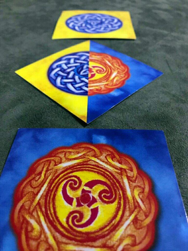 Cartas com símbolos duplos do jogo de cartas TELMA