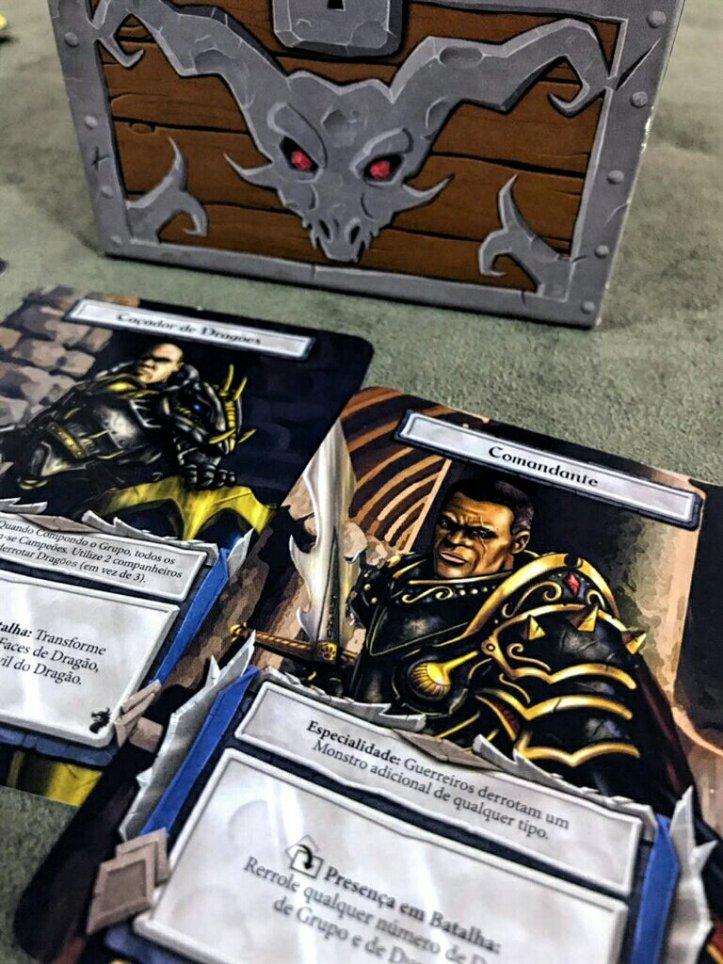 Personagens com poderes especiais no jogo de tabuleiro Dungeon Roll