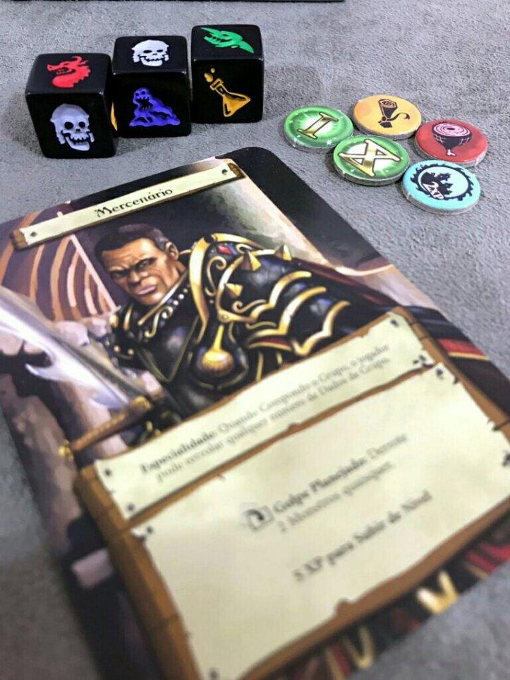 Personagem com suas habilidades no jogo de tabuleiro Dugeon Roll