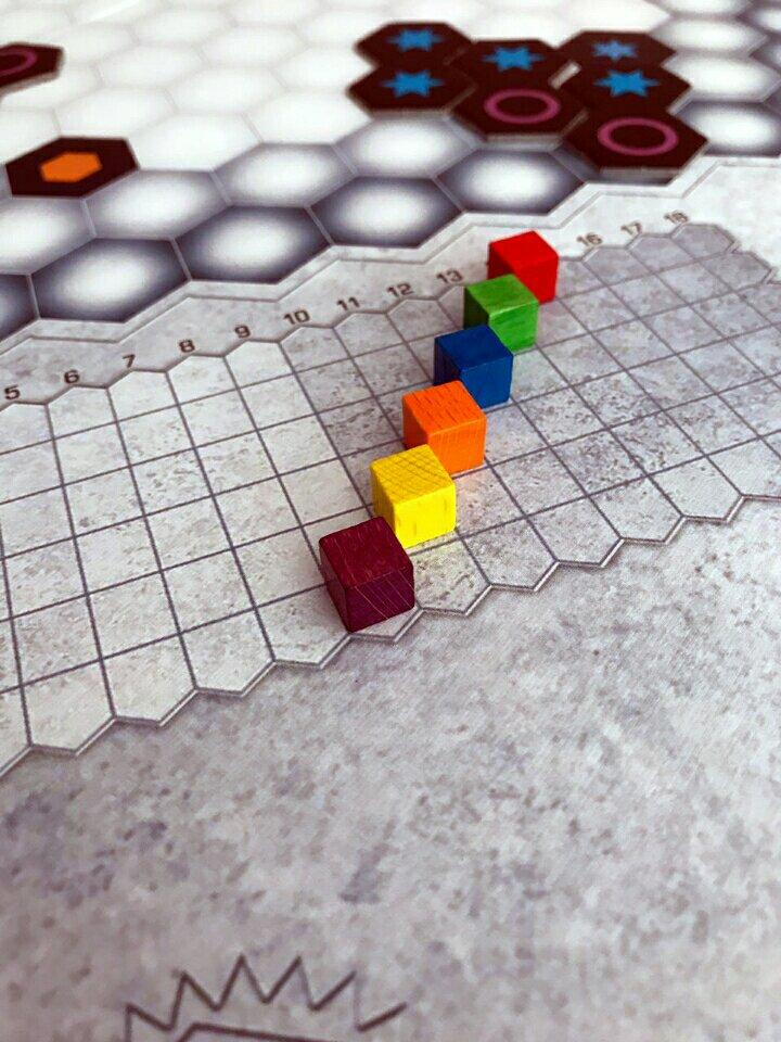 Menor trilha é a que vale no jogo de tabuleiro Genial