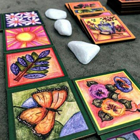As peças de caminho do jogo de tabuleiro O Belo Jardim