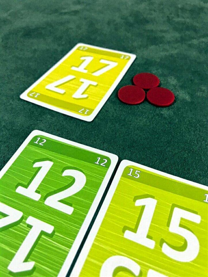 Decisões interessantes no jogo de cartas No Thanks!