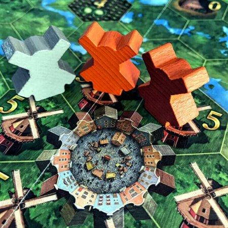 O centro da cidade e os moinhos no jogo de tabuleiro Seeland
