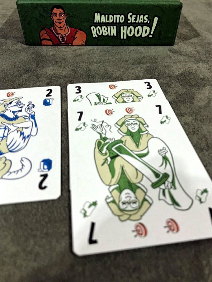Cartas iguais são importantes no jogo de cartas Maldito Sejas Robin Hood