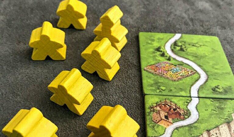 Seu exército de meeples no jogo de tabuleiro Carcassonne