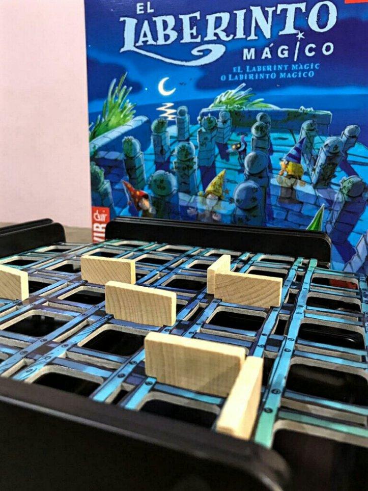 As paredes invisíveis no jogo de tabuleiro infantil O Labirinto Mágico