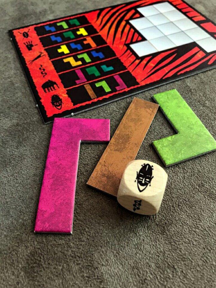 Peças do jogo de tabuleiro Ubongo